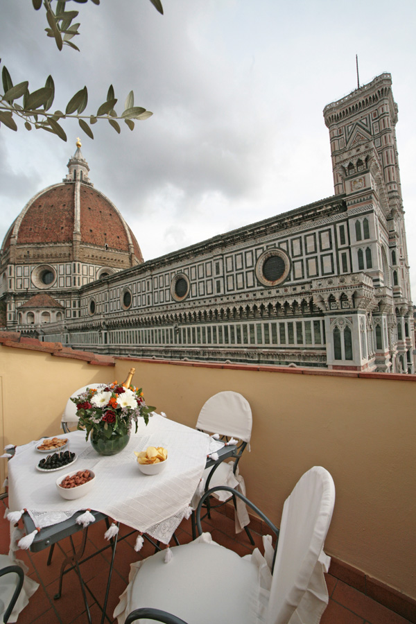 Luxury penthouse in florence centre with terrace and duomo for Florence appart hotel