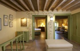Spring luxury holiday apartment in Florence
